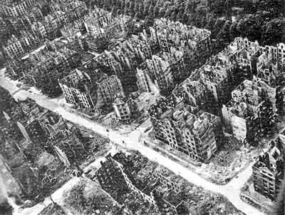400px-Hamburg_after_the_1943_bombing.jpg